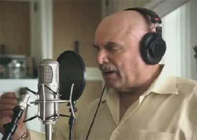 Don LaFontaine speaks in Geico TV ad