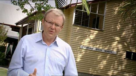 Kevin Rudd in front of Eumundi School