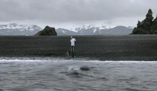 Man throws Moto Pebl from an Iceland beach