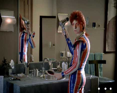 Bowie uses hairdryer in Vittel TV ad