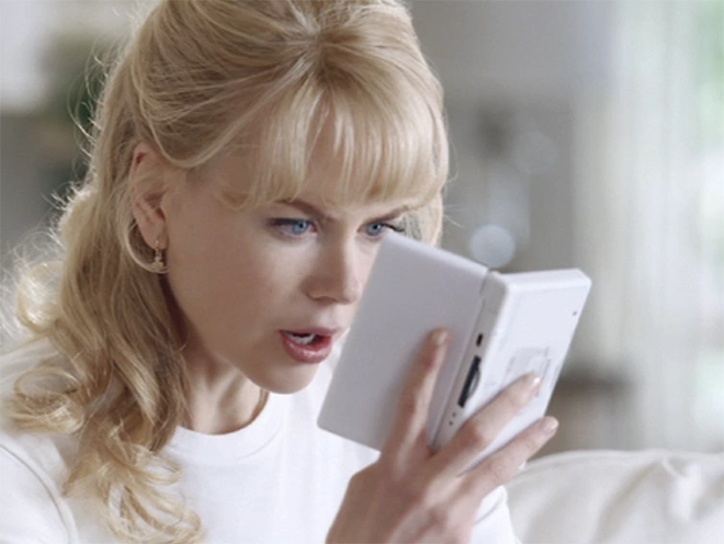 Nicole Kidman with Nintendo DS