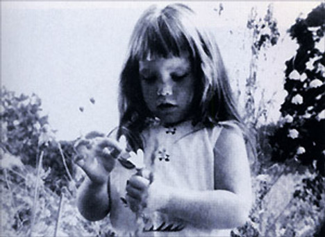 Girl in Daisy TV ad from 1964