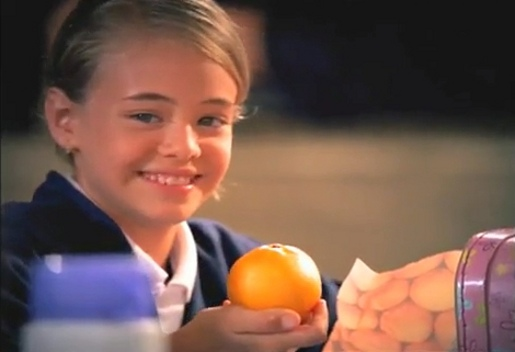 Girl with orange in HBO Libro de las Preguntas