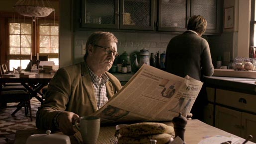 Kevin Spacey reads newspaper in American Airlines commercial