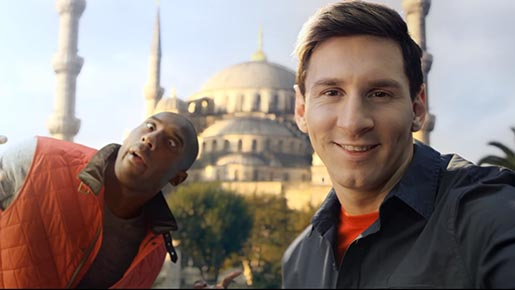 Kobe photobombs Messi in Turkish Airlines commercial Selfie Shootout