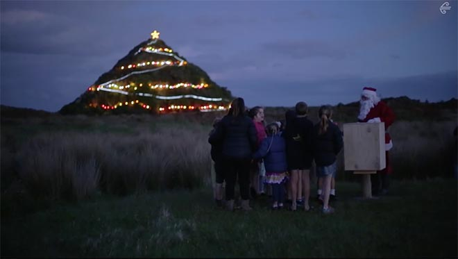 Air New Zealand Christmas Pyramid