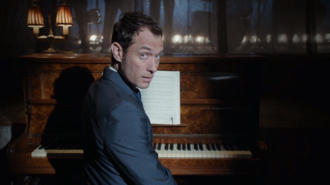 Jude Law plays piano in Gentleman's Wager commercial