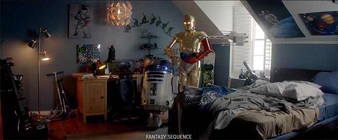 Duracell Star Wars C3PO and R2D2 in bedroom