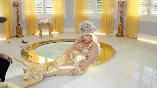 Rebel Wilson in Stan commercial as mermaid
