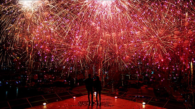 Sony Bravia Fireworks ad with couple