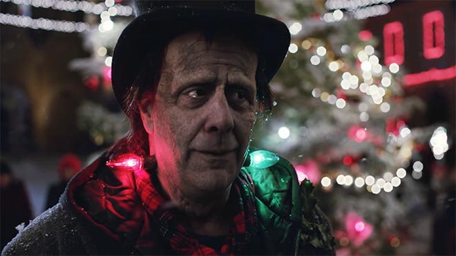 Frankie's Holiday - Apple iPhone commercial featuring Brad Garrett