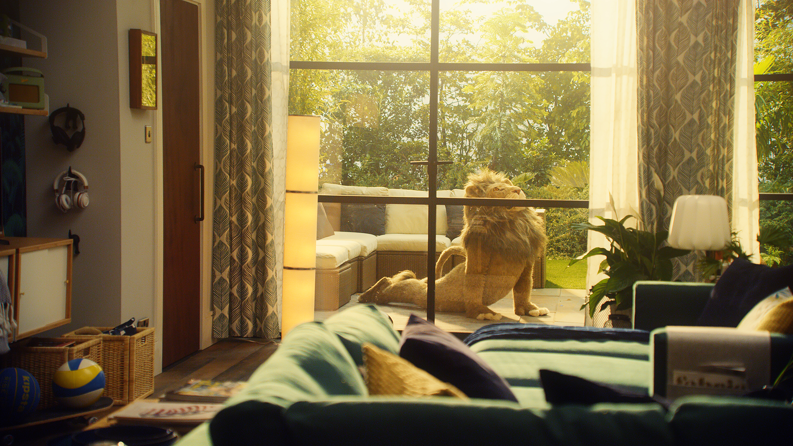 Ikea lion man relax into greatness blogs bloglikes for Ikea commercial 2017