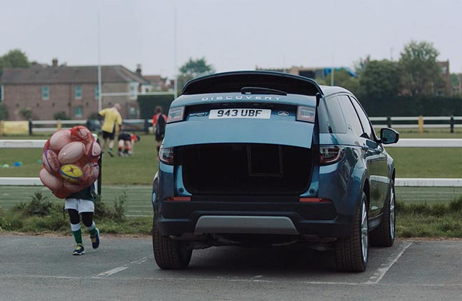 Land Rover What Makes Rugby Rugby commercial - Discovery and balloons