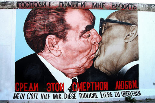 Breshnev and Honecker kiss in Bruderkiss