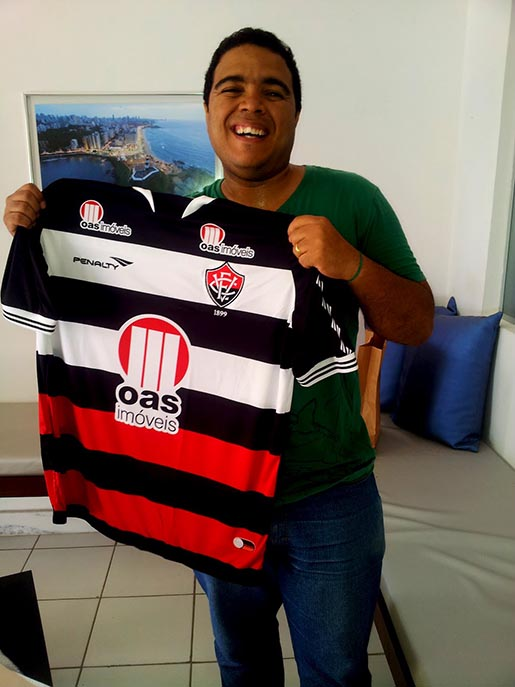 Vitoria Meu Sangue shirt winner Leo Sousa Santos