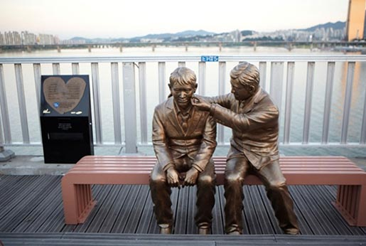 Samsung Bridge of Life Statues