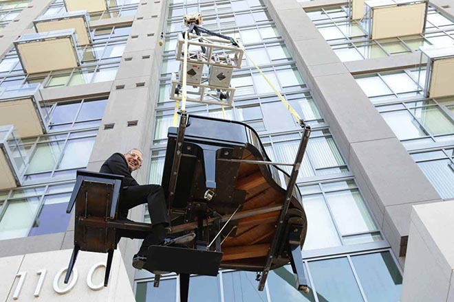 Apartments.com Jeff Goldblum on piano lifted by crane
