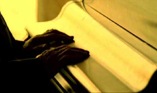Johnny Cash closes the lid on the piano in Hurt music video