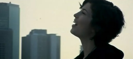 Missy Higgins sings in the city