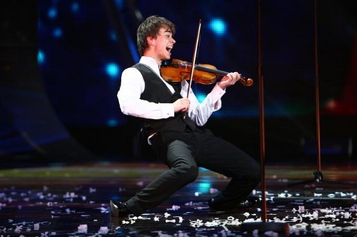 Alexander Rybak performing in Eurovision Final