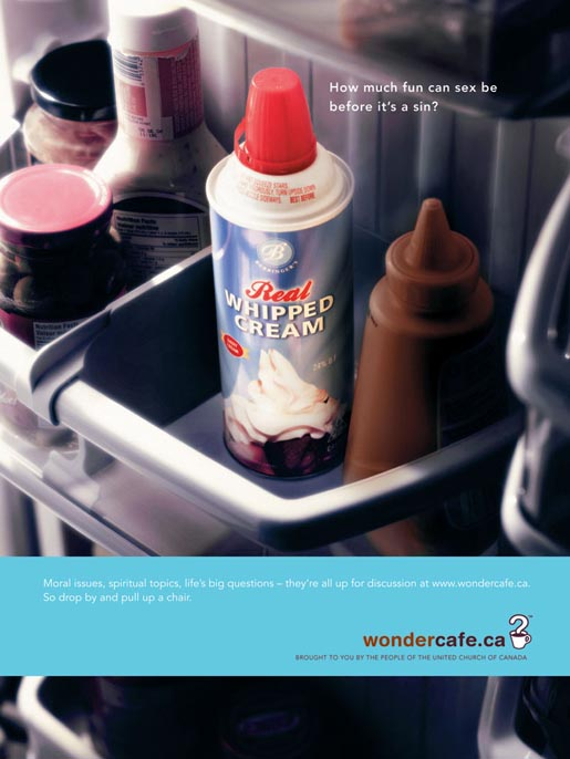 Whipped cream and sauce in Wondercafe ad