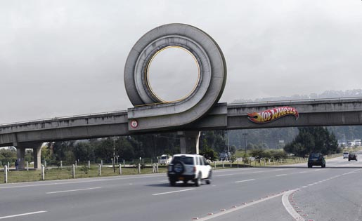 Hot Wheels Curl Board in Colombia