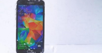 Samsung Galaxy Takes Ice Bucket Challenge