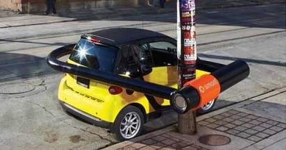 Smart Car Fits into Tight Spaces